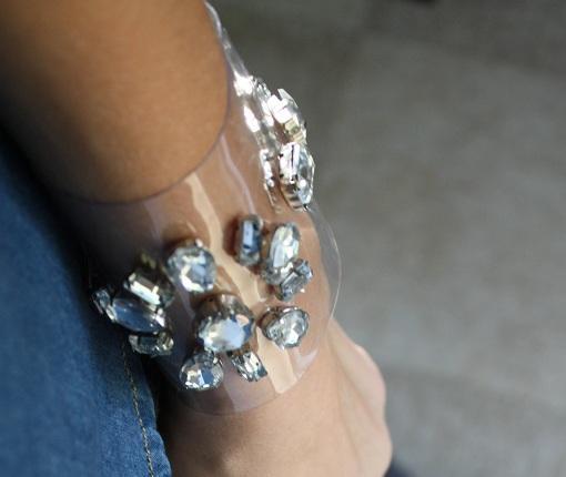 brazaletes transparentes con piedras