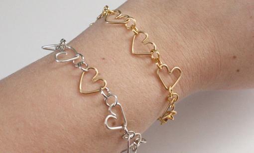 hacer pulseras de alambre con corazones