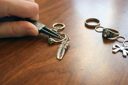 Hacer pulseras con anillos