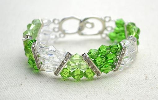 Hacer pulseras de abalorios y bolitas de cristal