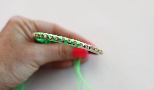 hacer pulseras de hilo muy faciles