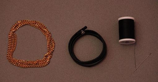 Hacer pulseras de moda con cuero y cadenas