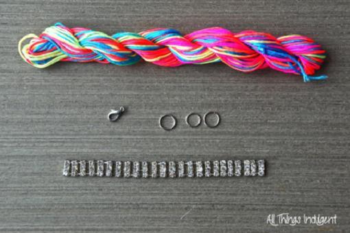 pulseras de hilo con strass y cadenas materiales